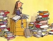 bambina_che_legge_libri_fumetto